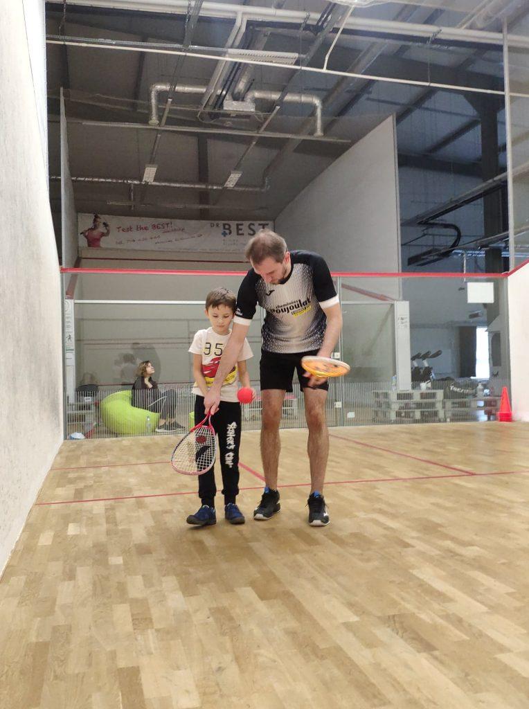 półkolonie-legionowo-spektrum-sportu-squash-zajecia-sportowe-dla-dzieci