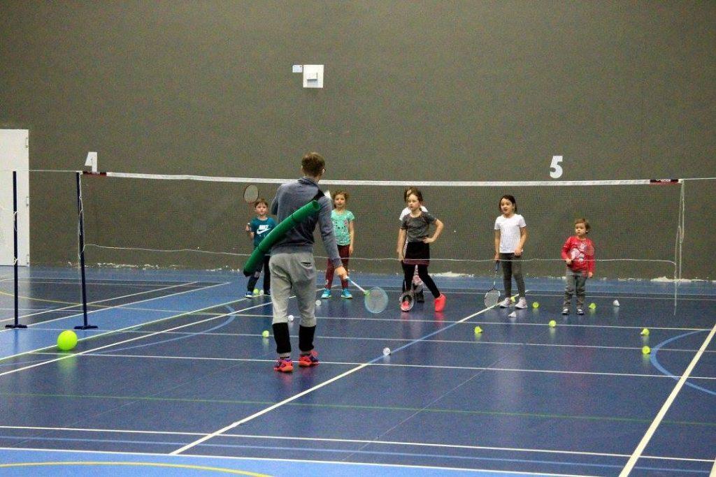 polkolonielato2021-zajecia-dla-dzieci-spektrum-sportu-sportowe--badminton